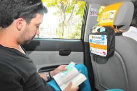 lector en taxi