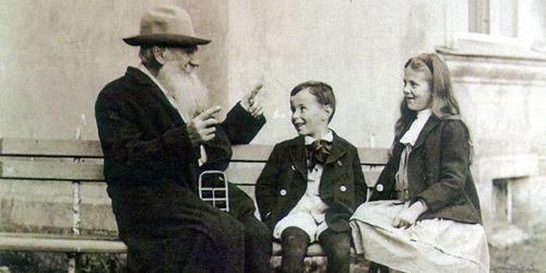 Tolstoi cuenta una historia a sus nietos (1909)