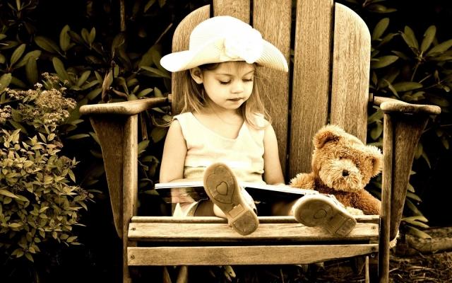 nina-leyendo-un-cuento-1920x1200_3741-640x400