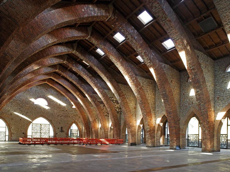 Plaza cerrada. El Museo de la Siderurgia y la Minería de Castilla y León se halla ubicado en la nave de estilo neogótico que ocupó la antigua ferrería de San Blas (Sabero)
