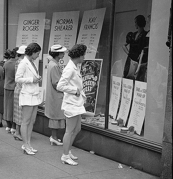 Escaparate de los grandes almacenes Simpsons. Toronto, Canadá, 1937
