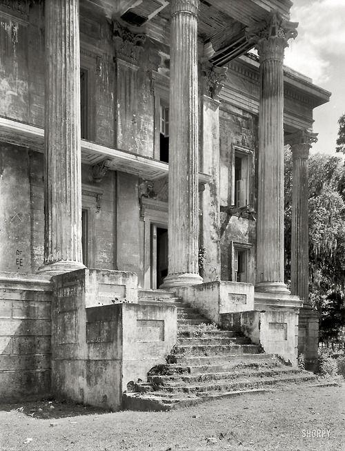Mansión abandonada . Iberville Parish, Louisiana, Belle Grove, 1938. Fotografía de Frances Benjamin Johnsto